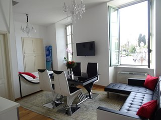 Studio with a fabulous view of Place Massena, Niza
