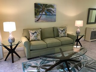 Walk to Siesta Key! New, very clean, spacious 2 bdrm/2bathrm condo
