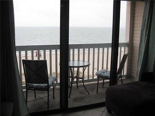 Oceanfront Condo walking distance to USS Lexington, Corpus Christi