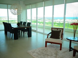 PUERTO CANCUN! 18th floor penthouse in Cancun's perfect upscale location