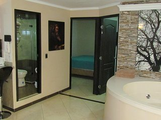 2 BEDROOM HOT TUB, AC CLOSE 301
