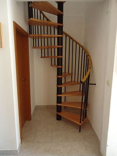 H1(6+3): staircase