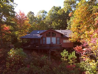 Romantic Cozy Cabin/Mountain View! As Low as $99/Night! Hot Tub!, Blue Ridge
