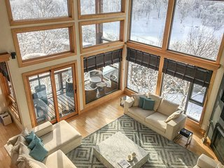 Zekkei, 6BR Luxury Alpine Chalet in Hirafu, Epic Yotei Views, Kids Room