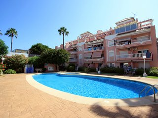 Apt with pool, 100 m from the beach