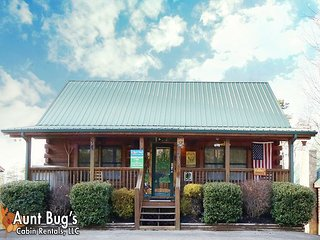 Smoky Mountain 2 Bedroom Cabin just 2 miles from the Pigeon Forge Parkway