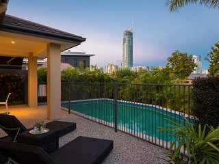 Broadbeach Waterfront Family Holiday Home