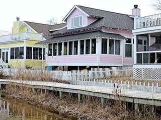 Beachwalk Resort with great Kai Lake View - Fun unique decor - sleeps 11, Michigan City