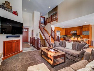 Townhome featuring a private hot tub and great views of the golf course.