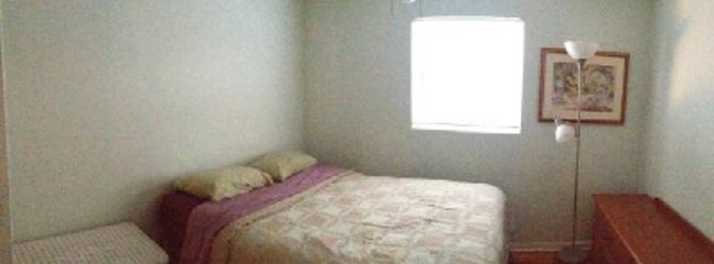 West bedroom, queen bed