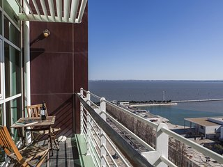 Lisbon Fabulous 17th Floor River View Duplex  Expo, Lissabon