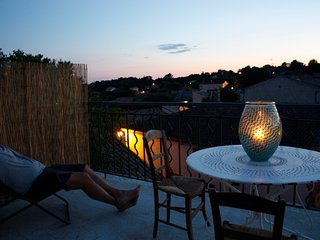 Le chapeau de paille roof top apartment, Junas