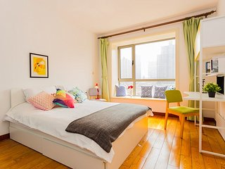 Colourful & bright 3 bedroom apt - People Square