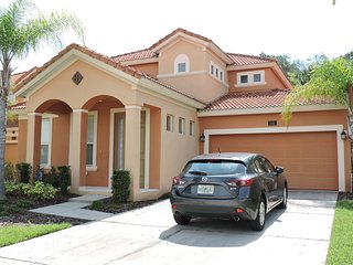 Luxury 5 Bed 4 Bath  Villa with own private pool. gated Resort close to Disney