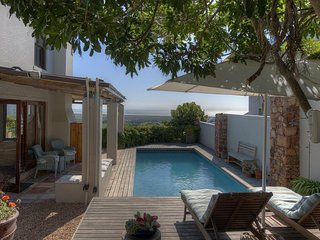 STUNNING THATCHED PARADISE VILLA WITH H COTTAGE - sleeps 10