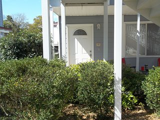 Cozy , 1 BR Condo Steps from Beach.  Special Monthly Rate.  Close to Keesler