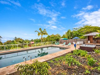 Amazing Views * Private Hawaii Style Home * Sleeps 10 * Heated Pool & Hot Tub
