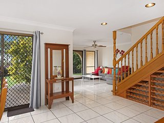 SPECTACULAR TOWNHOUSE WITH WATER VIEWS, Allamanda Lodge, Welsby Pde Bongaree