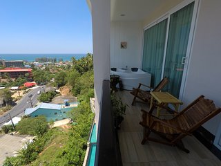 Amazing seaview apartment double bedroom with Jacuzzi, Karon Beach