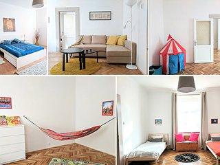 Family friendly 2-bedroom apartment in convenient location. 200mb/s internet, Praga