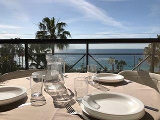 Cannes, superbe vue mer, face aux plages de sable fin