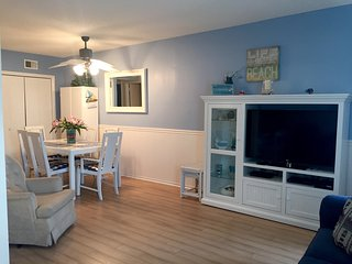 Condo on beach block w/ pool - E. 3rd Ave Wildwood, North Wildwood