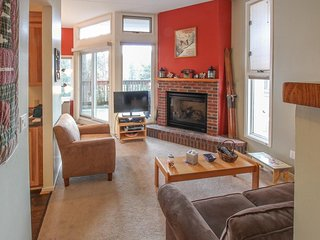 Cozy condo w/ 3 shared pools, shared tennis & hot  tubs - near the slopes, golf!