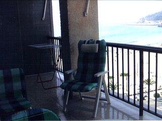 Frente al mar, comodo y amplio apartamento con amplia terraza con vistas