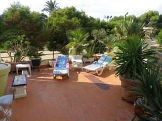 Schone Ferienwohnung mit sehr grosser Terrasse +  300m zum Meer  + 2 Schlafzmmer