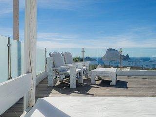 Casa con piscina privada vista al mar en cala carb