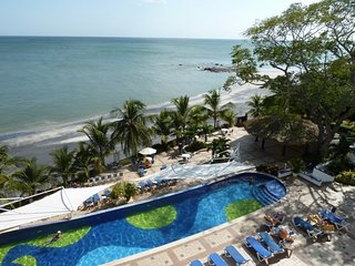 AFFORDABLE BEACHFRONT RENTAL - Solarium #105 - MASTER SUITE - Efficiency Unit, Playa Coronado