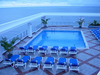 WOW! Amazing Ocean and Mountain Views from this 2bedroom / 2bathroom PENTHOUSE!!, Playa Coronado