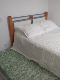 cama queen size (1.58cm x 1.98cm) com colchão de molas pocket castor gold star e cama auxiliar