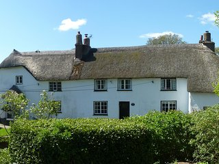 Squirrel Cottage - Beautiful Old Thatched Devon Cottage close to beach, Woodbury Salterton