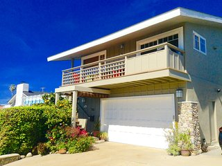 2 Bedroom, 2 Bath, Ocean View Beach House w/ A/C , Bikes and Surfboards