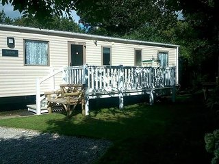 LOOE BAY HOLIDAY PARK CORNWALL.  PL13 1NX . Privately owned caravan for hire.