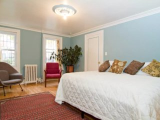 Lovely Apt & Garden in Park Slope; Best Area, 3 subways, Legal rental; Amenities