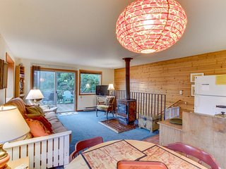 Dog-friendly, oceanview home in lovely Manzanita - close to the beach