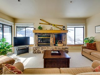 Updated vacation rental on the slopes with shared pool/hot tub/sauna!, Mammoth Lakes