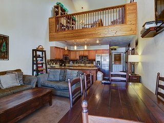 Cozy, dog-friendly home with ski-in/out access & mountain views!, Brian Head