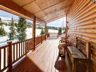 Sunny cabin close to skiing w/ wrap-around deck & entertainment!