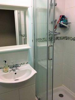 Adjustable height shower