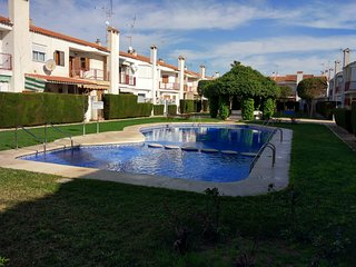 Modern 3 Bedroom Townhouse, close to the beach