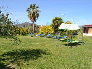 Appartamento immerso nel verde all'interno di villa gladyr  a 2,5 km dal mare