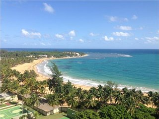 PLAYA AZUL 8TH FLOOR BEACHFRONT RESORT SUITE, Luquillo