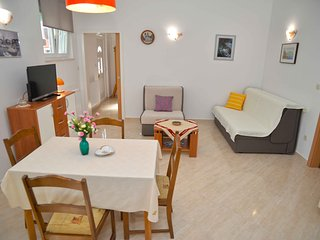 Apartments Divna - One Bedroom Apartment with Terrace, Betina