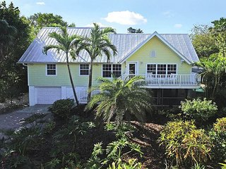 Summer Special! Captiva Village area home with pool, Île de Captiva