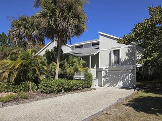 Nicely renovated home in Sanibel Bayous