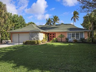 Beautiful Three bedroom ground level home with pool in West Rocks, Île de Sanibel