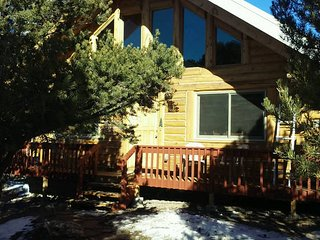 *FAMILY/PET FRIENDLY- LOG CABIN/HOME. FLEX Pricing.